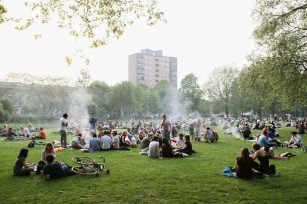 London-Fields-barbecue