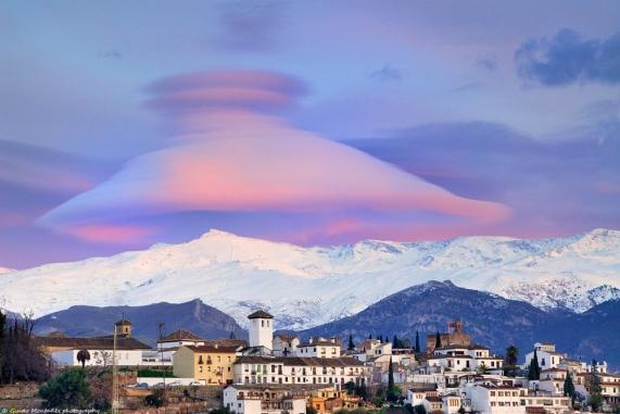 lenticular-cloud-photography-guido-montanes- Granda